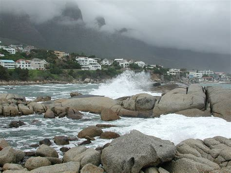 File:Camps Bay, Cape Town, South Africa