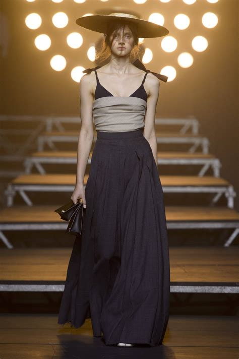 JACQUEMUS SPRING SUMMER 2017 WOMEN'S COLLECTION | The