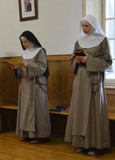 Benedictine nuns of the Congregation of Solesmes | Habits